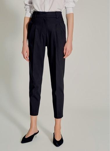 NGSTYLE Yüksek Bel Havuç Kesim Pantolon Siyah